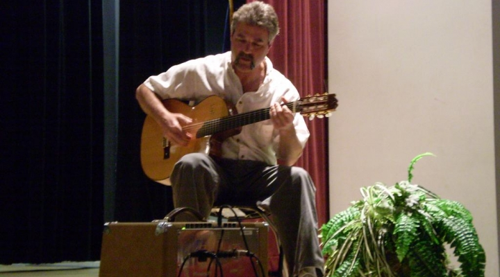 EKU SPA student performs Spanish music at LCUH talent show